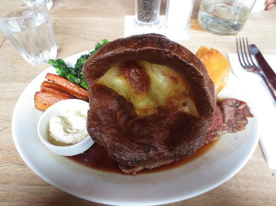 Duke of Wellington: Roast beef with Yorkshire pudding and veggies