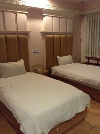 Sam's Lodge : Twin Double Bed