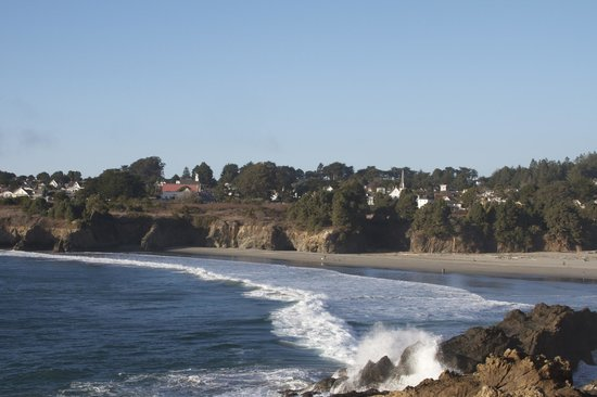 Sweetwater Inn and Spa: View of Mendocino from Big River Beach