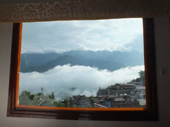 Sapa Paradise View Hotel: As the cloud cleared ...