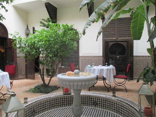 Riad Ilayka: courtyard