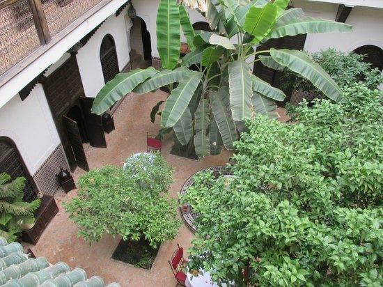 Riad Ilayka : looking down on courtyard