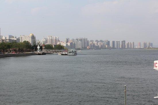 Yalvjiang Cruise: Yalu river