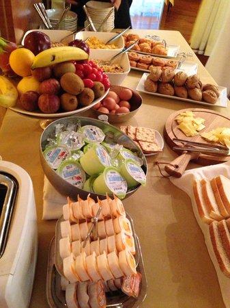 J Plus Hotel by YOO: パンが種類が多くおいしい