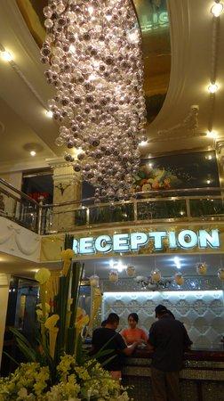 Thien Tung Hotel : ресепшен
