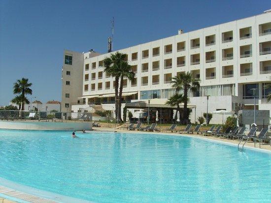 Hotel Porta Nova: view from the main outside pool