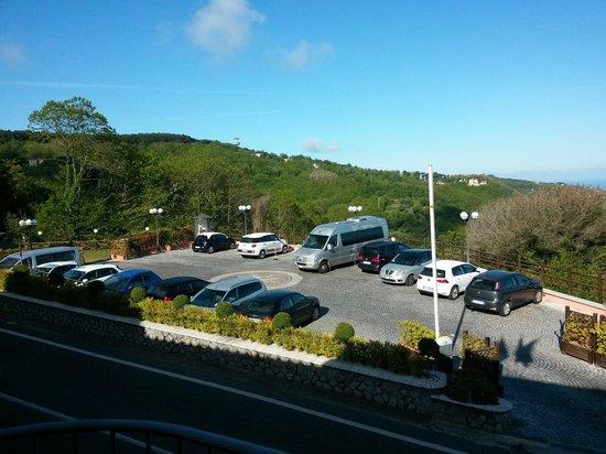 Hotel Prestige Sorrento: Parcheggio