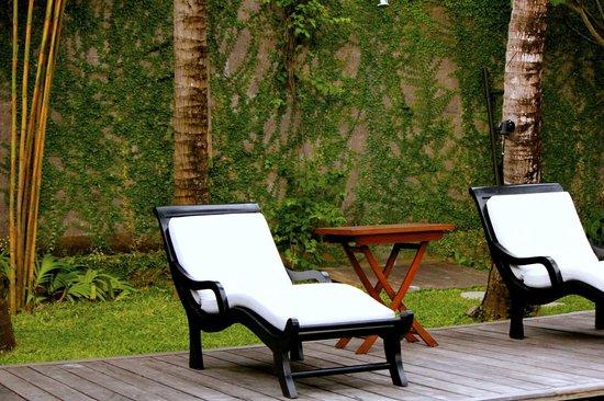 Villa Samuan: Poolside