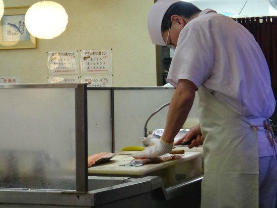 Sushizanmai Tsukijiekimae-ten: Мастер своего дела