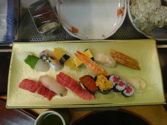 Sushizanmai Tsukijiekimae-ten: Вкусно