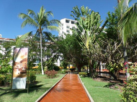 Melia Puerto Vallarta All Inclusive: jardines