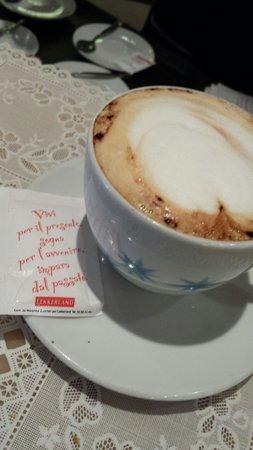 Adami Pasticceria : Il cappuccino con frase del giorno!  :-)