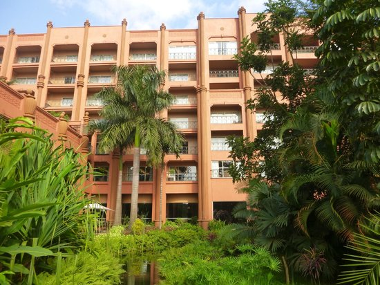 Kampala Serena Hotel : View of hotel from hotel gardens