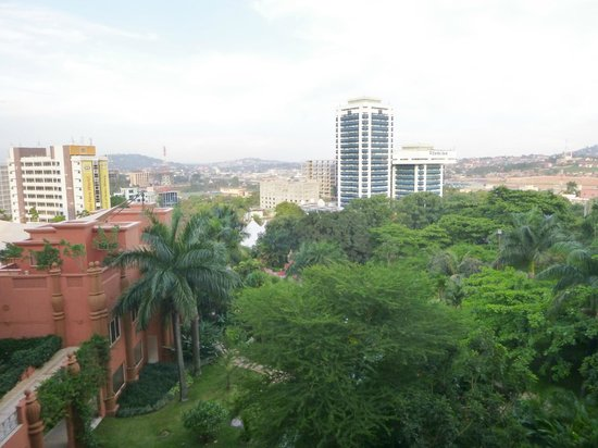 Kampala Serena Hotel: room view towards gardens and pool