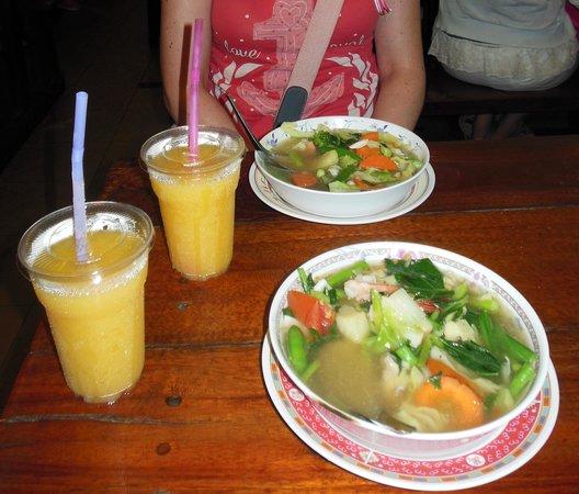 No. 6 Restaurant: Sopas
