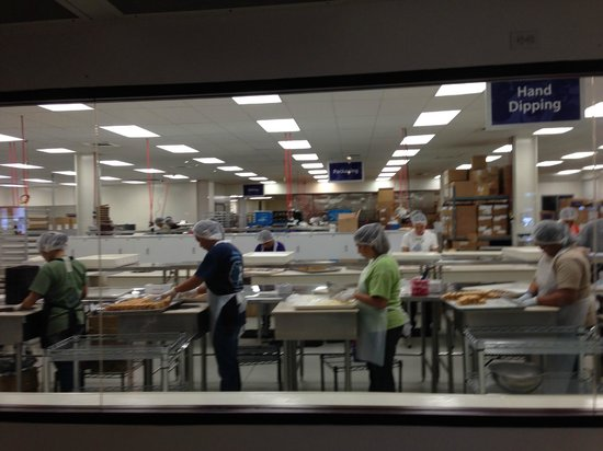 Big Island Candies : view of the factory from the store