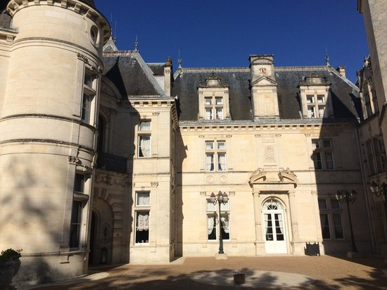Chateau de Mirambeau : Château