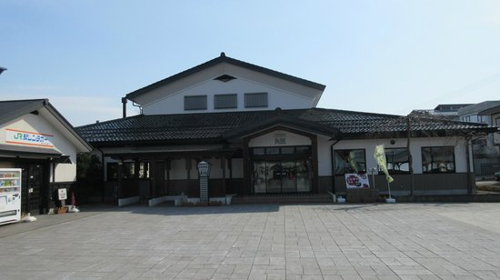Folkloro Kakunodate: Front of hotel, station is to the left