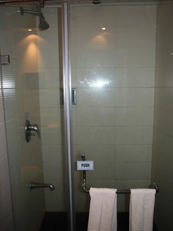 Hotel Atithi: Bathroom