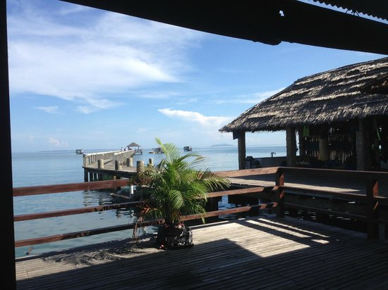 Cocotinos Manado : Odyssea Divers jetty