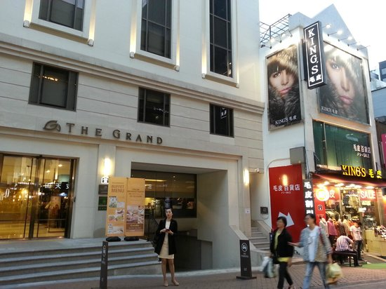 The Grand Hotel Myeongdong: Hotel Entrance (Note location next to shops)