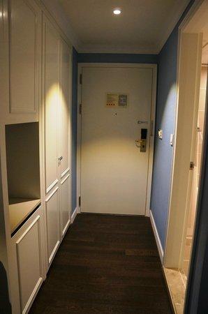 The Grand Hotel Myeongdong: Room Doorway