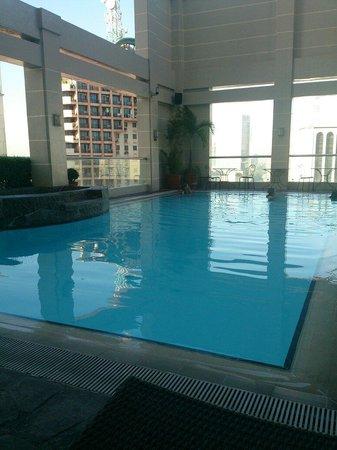 City Garden Hotel Makati: Pool area