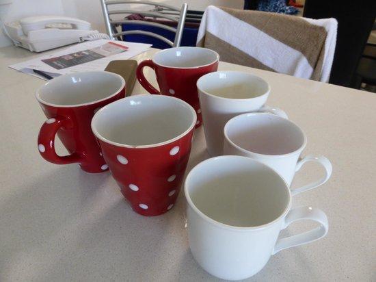 Maison Noosa - Luxury Beachfront Resort: luxury chipped odd mugs
