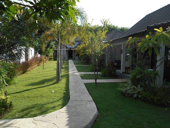 Samba Villas: jardín y habitaciones