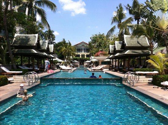 The Peninsula Bangkok: La superbe piscine du Peninsula!