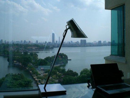 Sofitel Plaza Hanoi : 部屋からの眺望(西湖を見下ろせます)