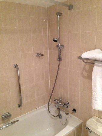 Holiday Inn Newcastle - Gosforth Park: Bathroom