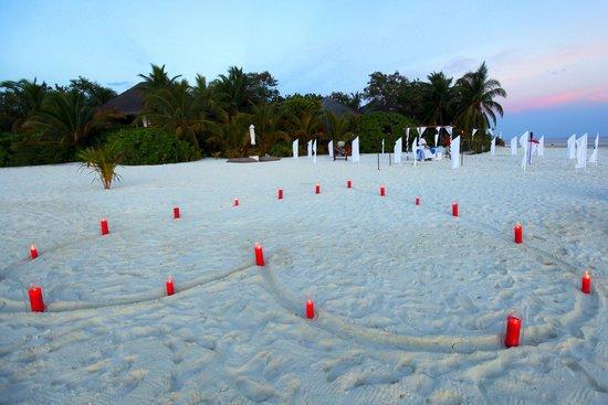Mirihi Island Resort: Honeymoon ceremony decor