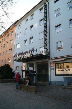 Hotel Carmen: Entrance from Hansastrasse