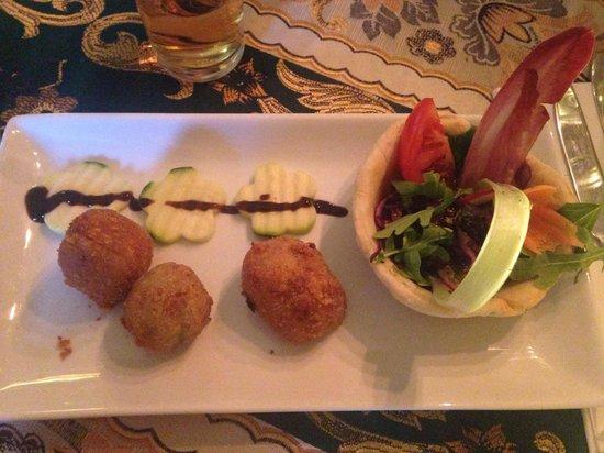 Mediterraneo Restaurant : Amazing starter - involtini di melanzane
