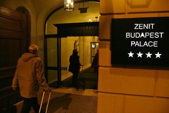 Hotel Zenit Budapest Palace: Entrée