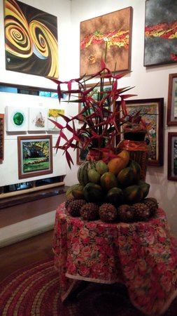 Kalui Restaurant: Awesome fruit design and refreshing paintings