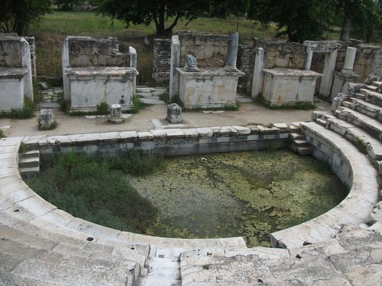 Aphrodisias: kurbağalı su