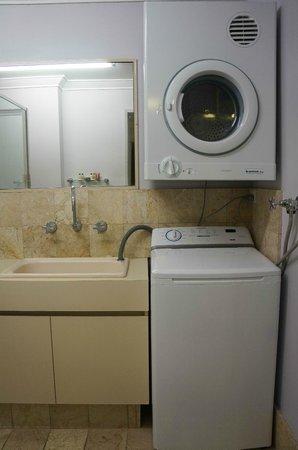 Abbey Beach Resort: Washer n dryer