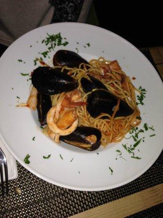 Pizzico Restaurant : Seafood spaghetti (good)