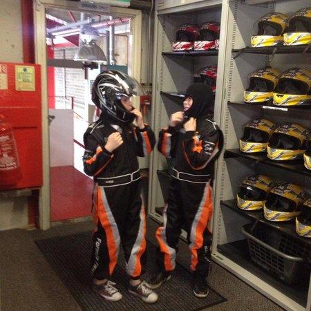Formula Fast Indoor Karting : Helmets & Suits