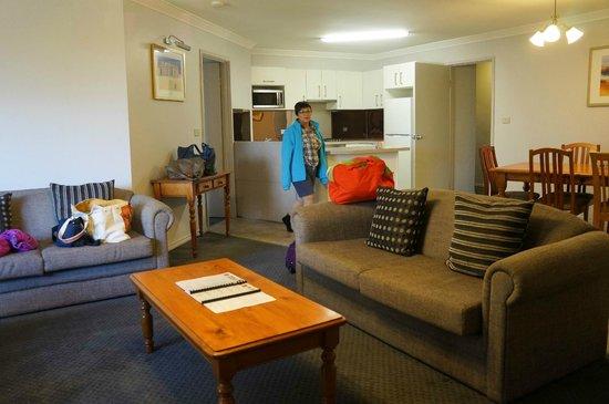 Abbey Beach Resort: living room