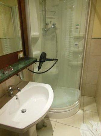Esedra Inn Rome: Il bagno della camera economica