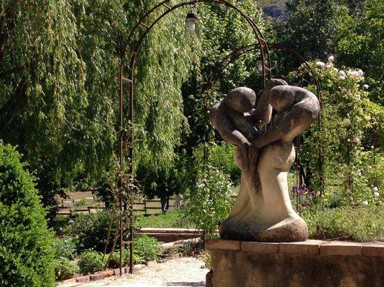 La Bastide de Moustiers: Une Vue du jardin.
