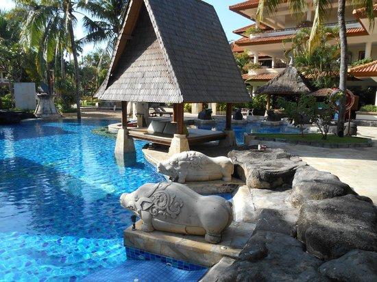 The Tanjung Benoa Beach Resort Bali : bonita piscina