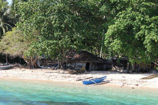 Coral Eye : Vue du village depuis la jetée