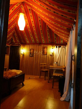 De Rock Jungle Living - Coonoor: Inside the cottage