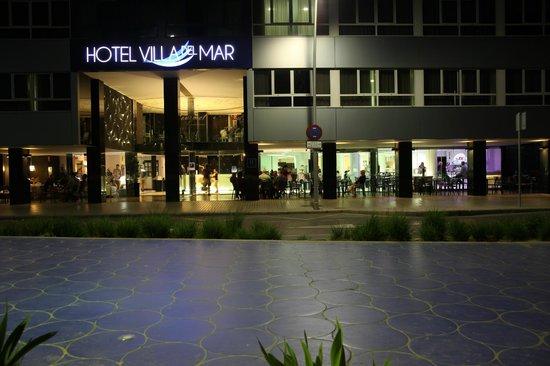 Villa Del Mar Hotel: Avondlicht aan het hotel.