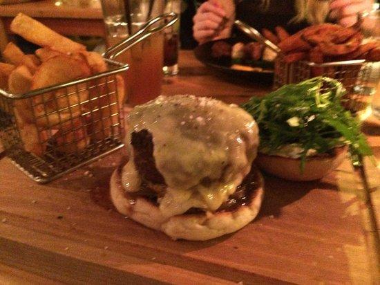The Barking Dog Restaurant Belfast: Beef shin burger