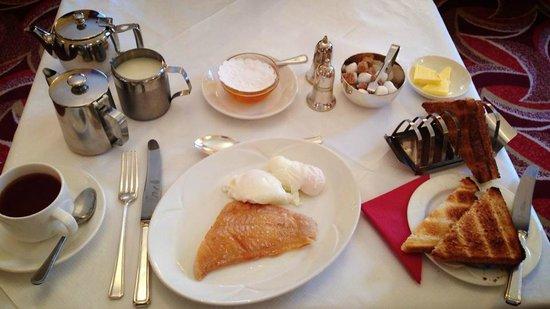 Burnett Arms Hotel: Best breakfast ever